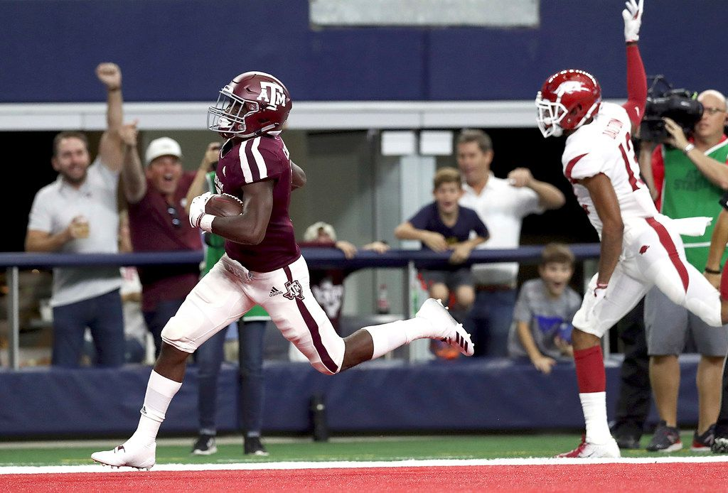 ARLINGTON, TX - SEPTEMBER 29:  Jashaun Corbin #7 of the Texas A&M Aggies runs the ball past Nate Dalton #13 of the Arkansas Razorbacks for a 100 yard touchdown opening kickoff return during Southwest Classic at AT&T Stadium on September 29, 2018 in Arlington, Texas.  (Photo by Ronald Martinez/Getty Images) ORG XMIT: 775198522
