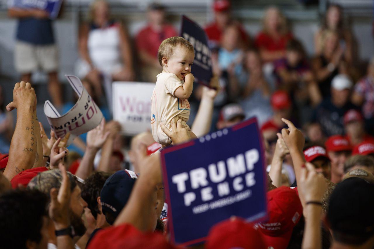 Simpatizantes de Donald Trump en un mitin de campaña en la  Williams Arena in Greenville, N.C., el miércoles