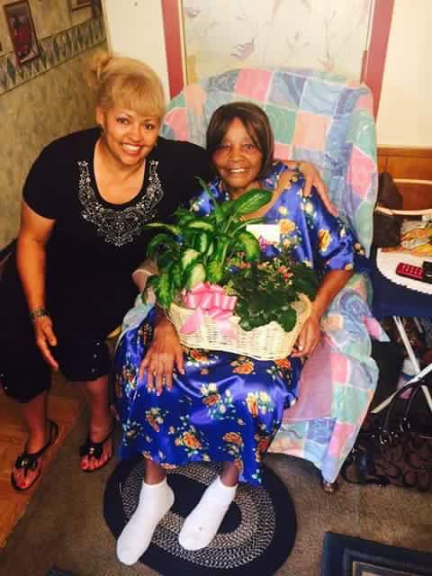 Donna Clemons with her mother, Gertrude Green.