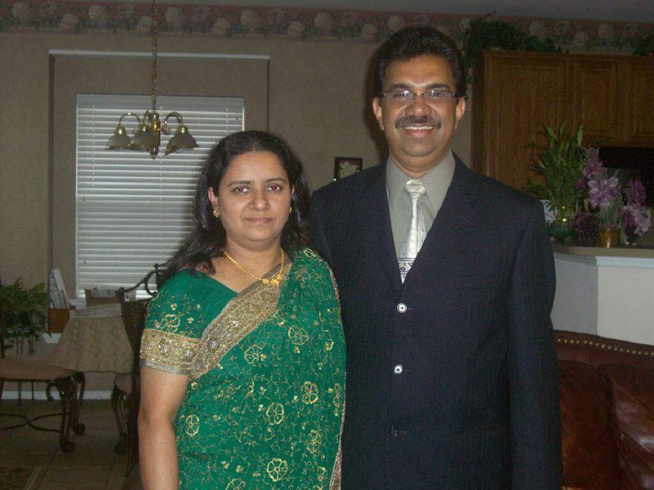 Viju Mathew (right) and his wife, Mariamma Viju.