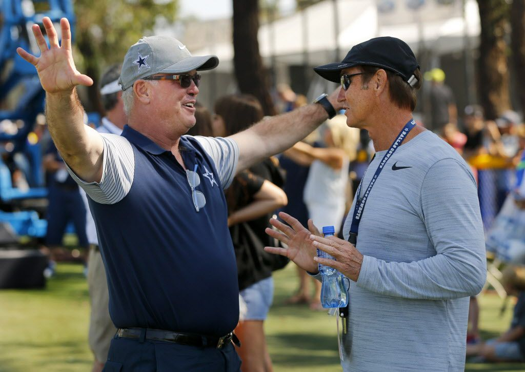 Dallas Cowboys Chief Operating Officer / Executive Vice President Stephen Jones (left) visits with former Baylor head football coach Art Briles before afternoon practice at training camp in Oxnard, California, Tuesday, August 9, 2016. (Tom Fox/The Dallas Morning News)