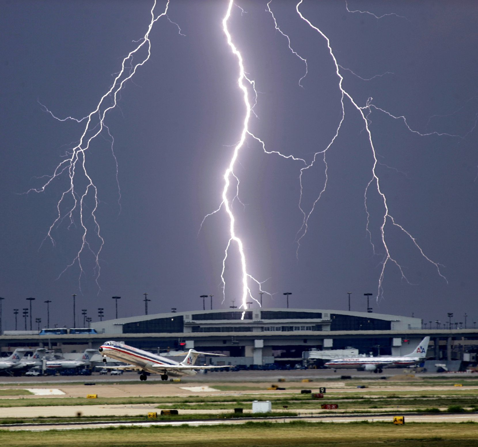 The odds of being hit by lightning in a given year are 1 in 1,171,000, the National Weather Service says. Only about 10 percent of lightning strikes are fatal.