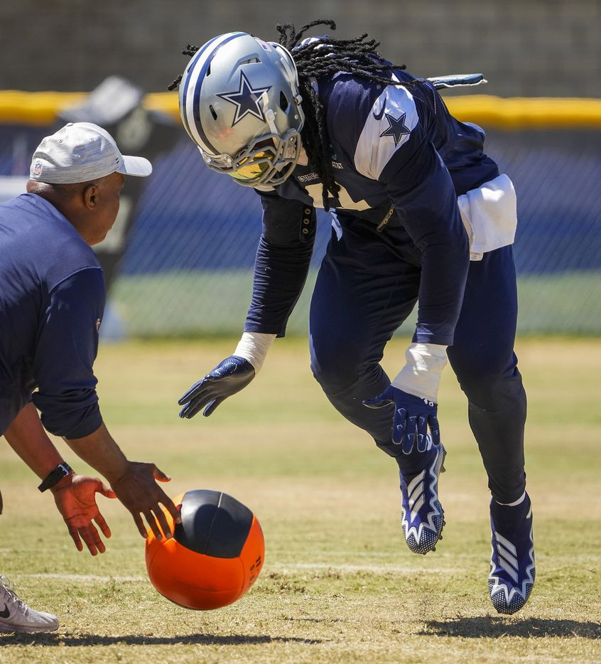 Dallas Cowboys linebacker Jaylon Smith (9) reaches for a medicine ball during a drill during at training camp on Sunday, Aug. 1, 2021, in Oxnard, Calif.