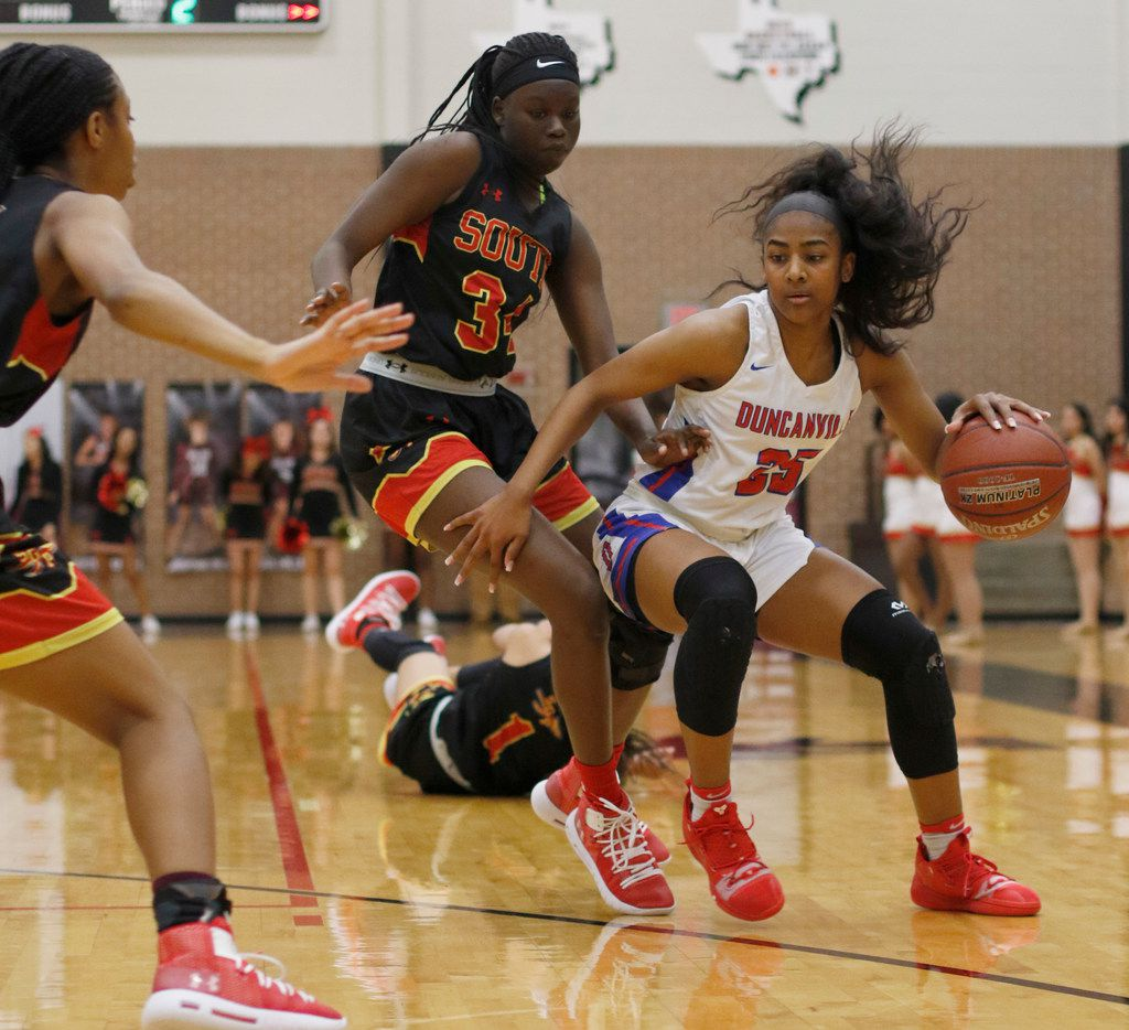 Duncanville guard Deja Kelly (25) drives to the basket during a first-round playoff game against South Grand Prairie last season. (Steve Hamm/ Special Contributor)