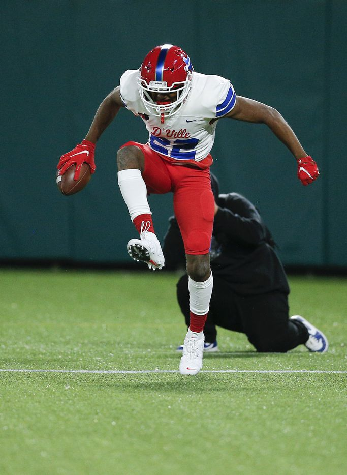Duncanville sophomore wide receiver Lontrell Turner (22) celebrates a touchdown during the first half of a Class 6A Division I Region II final high school football game against DeSoto, Saturday, January 2, 2021. (Brandon Wade/Special Contributor)