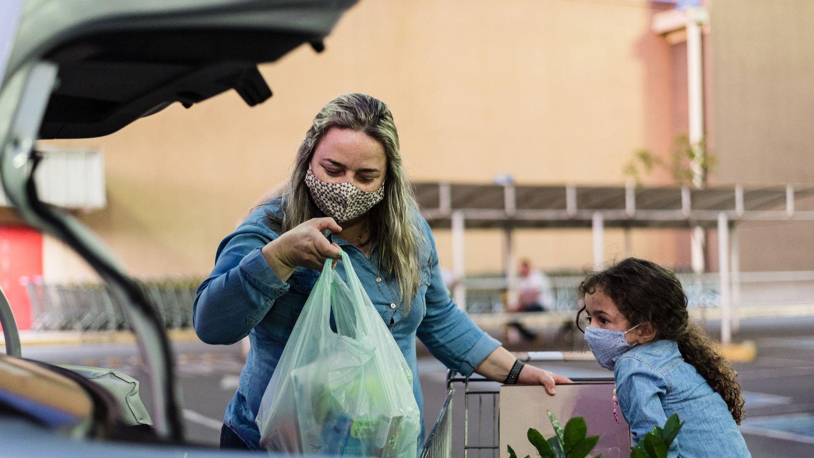 Las personas que reciben vales o estampillas de comida en su tarjeta SNAP continuarán recibiendo el apoyo extra de emergencia que el gobierno de Texas dio por la pandemia de covid-19 durante el mes de julio.