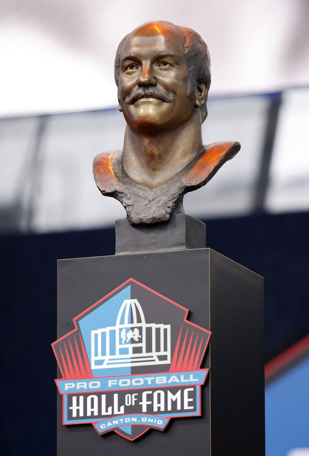 The bronze bust of Pro Football Hall of Fame inductee Cliff Harris of the Dallas Cowboys was unveiled during the Centennial Class of 2020 enshrinement ceremony at Tom Benson Hall of Fame Stadium in Canton, Ohio, Saturday, August 7, 2021. (Tom Fox/The Dallas Morning News)