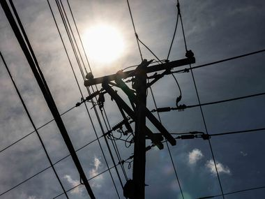 Temperatures reach 97 degrees with a sensation of 105 degrees in Dallas on Monday afternoon, June 14, 2021, as ERCOT send a conservation alert asking Texans to reduce electric use through Friday. (Lola Gomez/The Dallas Morning News)