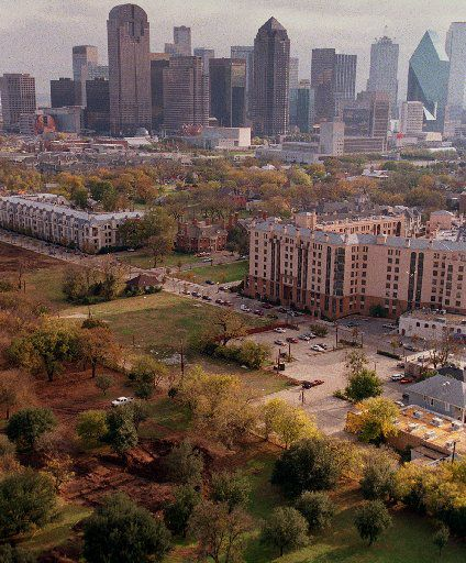 A view of the Greenwood Cemetery and  excavations that have begun (foreground at left) to make way for  an apartment development. The Dallas skyline is in the background.  (Taken 11/21/96)  Photographer: Louis DeLuca