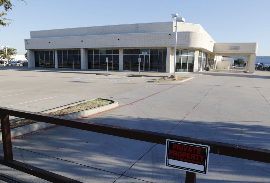 Garage Door Services call center is located at 2900 North I-35 in Carrollton, Texas.