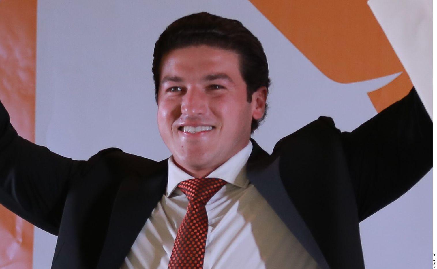 Samuel García celebró el domingo con su esposa, Mariana Rodríguez, y miles de simpatizantes su triunfo en las elecciones para gobernador de Nuevo León en la Explanada de los Héroes