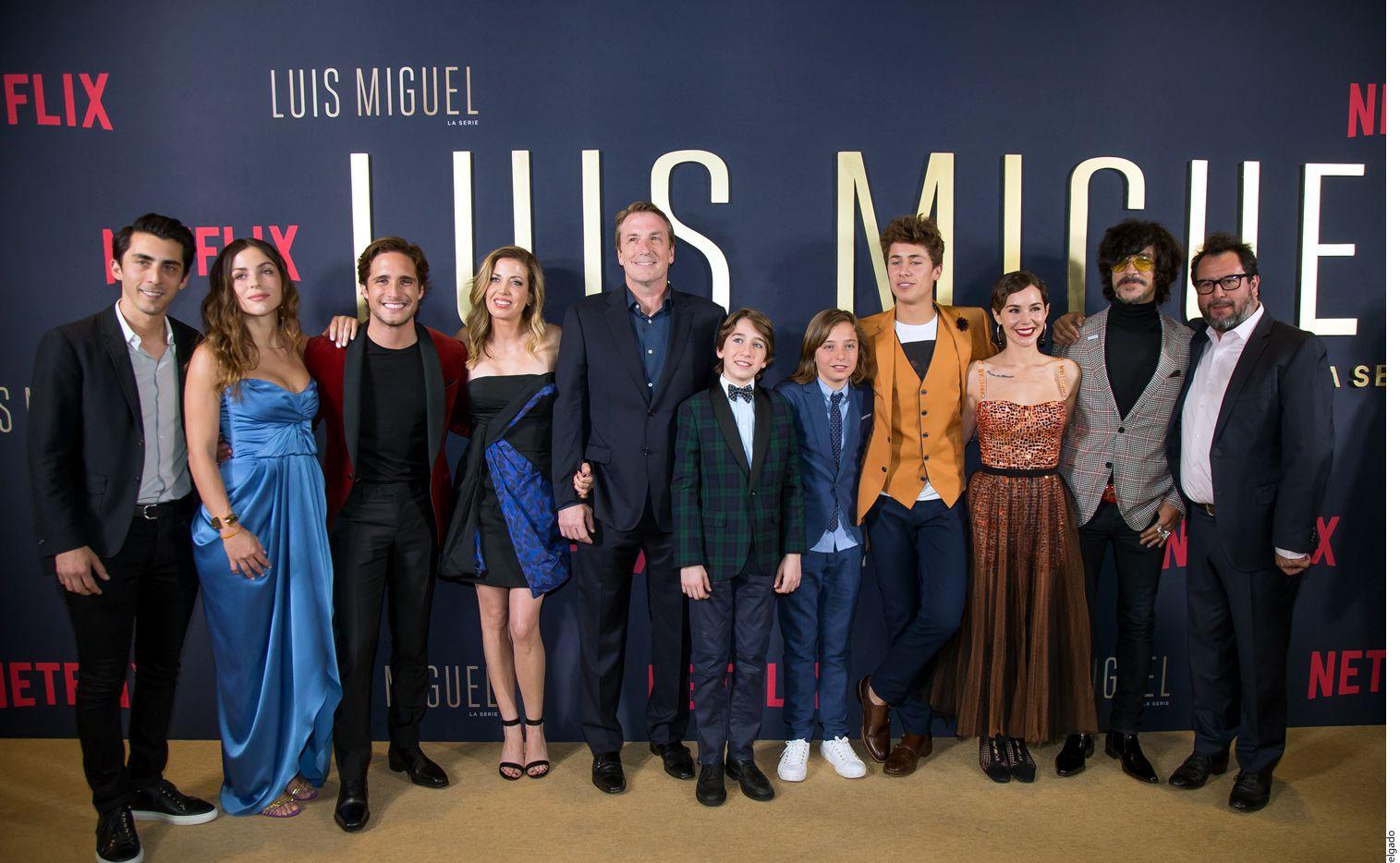 El elenco de la serie Luis Miguel acudió a la premier del primer capítulo de la serie./ AGENCIA REFORMA