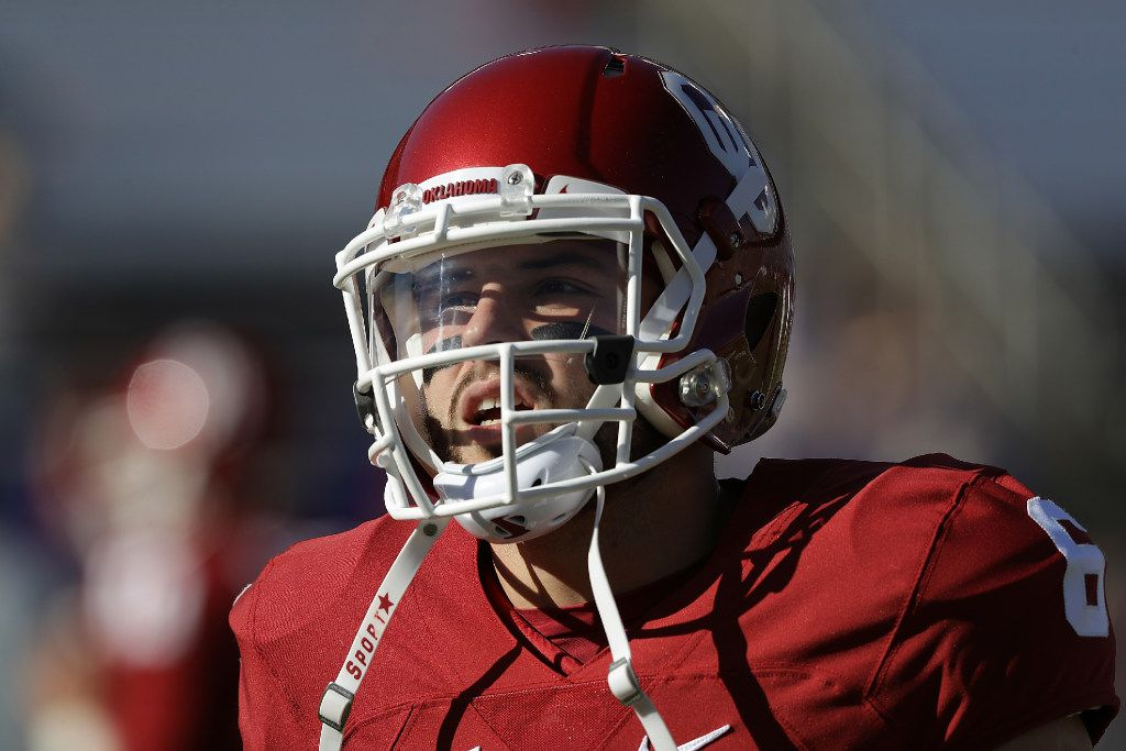 DALLAS, TX - OCTOBER 08:  Baker Mayfield #6 of the Oklahoma Sooners warms up before a game against the Texas Longhorns at Cotton Bowl on October 8, 2016 in Dallas, Texas.  (Photo by Ronald Martinez/Getty Images)