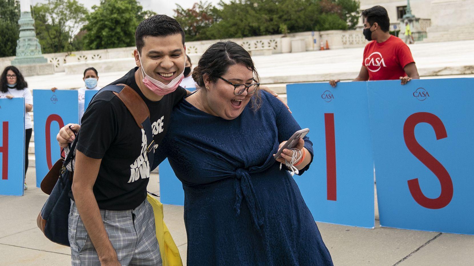 Greisa Martinez, quien creció en Dallas, celebró la decisión de la Corte Suprema que mantuvo con vida a DACA.