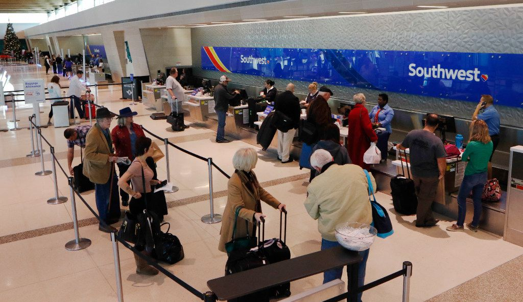 Southwest Airlines passengers wait in line to check in at Dallas Love Field in Dallas, Thursday, December 1, 2016. (David Woo/The Dallas Morning News)