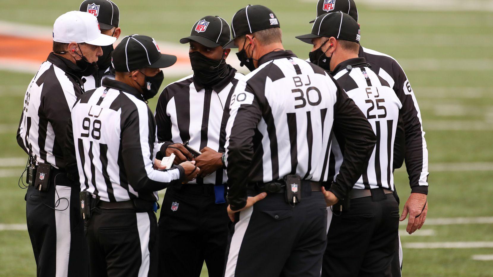 Un equipo completo de árbitros afroamericanos aparecerá por primera vez en un juego de la NFL.