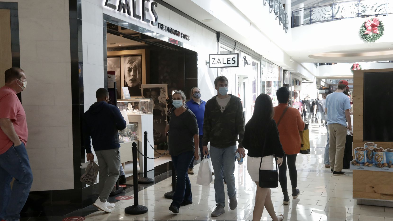 Customers waited to get into Zales at Stonebriar Centre in Frisco two days before Christmas.