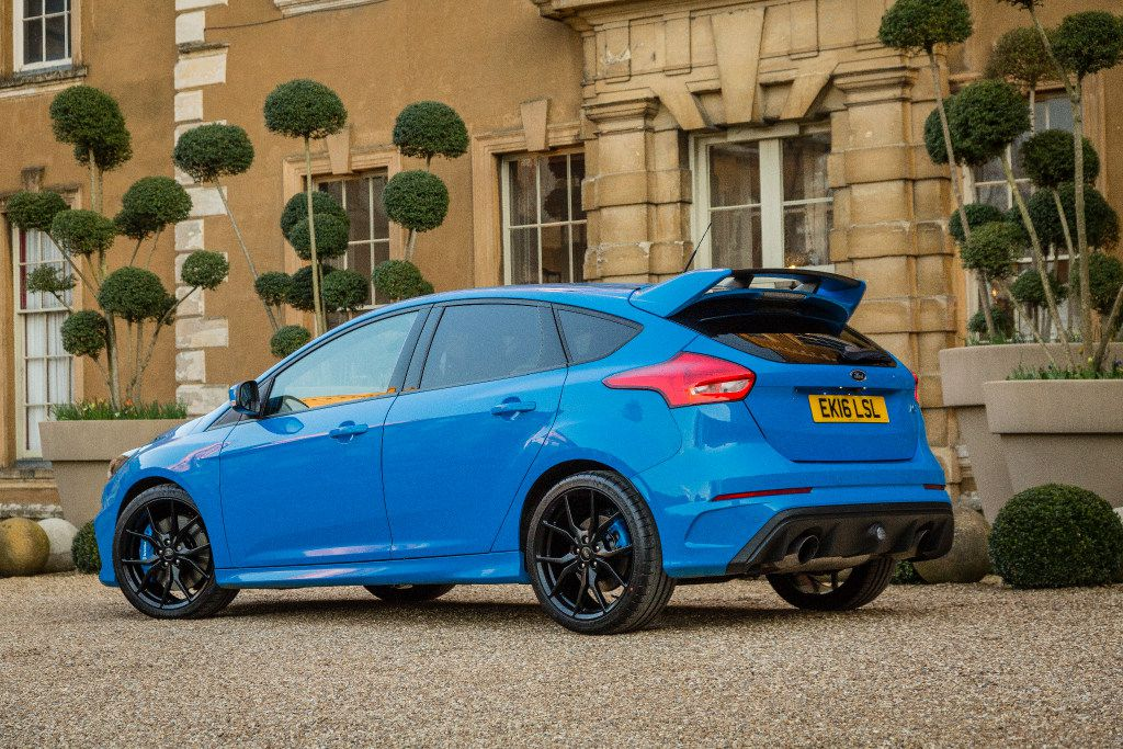 The 2017 Ford Focus RS comes in an aggressive shade of blue.