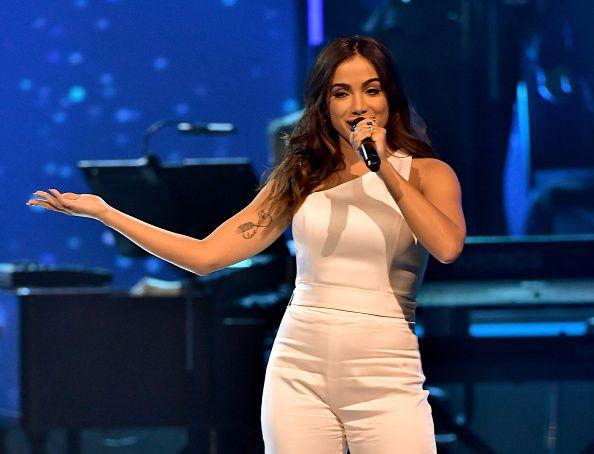 "Anitta interpretó varios éxitos en este 2017, como ""Paradinha"", ""Downtown"" y ""Vai malandra""."