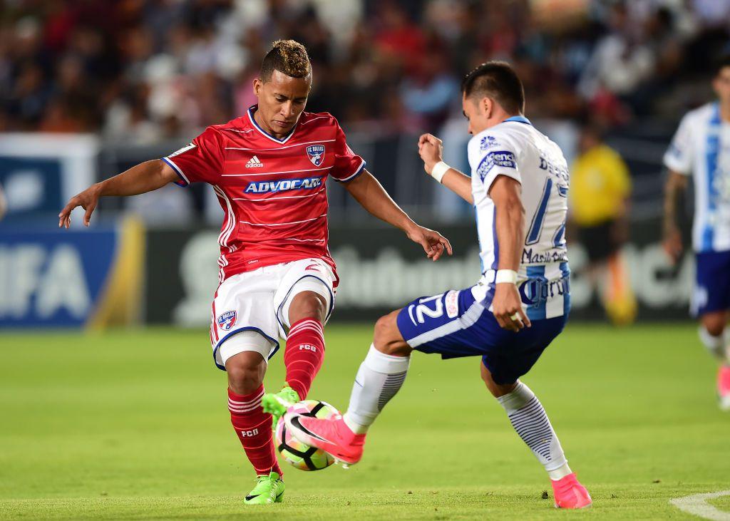 Michael Barrios (izq.) del FC Dallas. Foto GETTY IMAGES