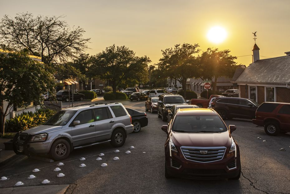 The drive-thru line at Bubba's extends 10 cars deep on Tuesday, Aug. 4, 2020, at dinnertime.