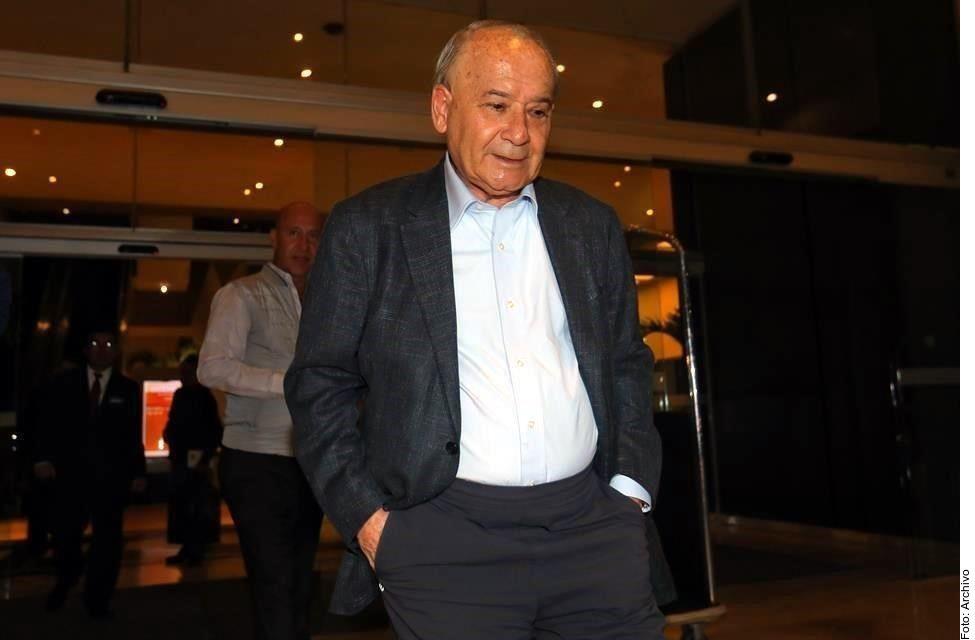 Guillermo Álvarez Cuevas, presidente de la Cooperativa La Cruz Azul, es investigado por el gobierno estadounidense por lavado de dinero internacional.