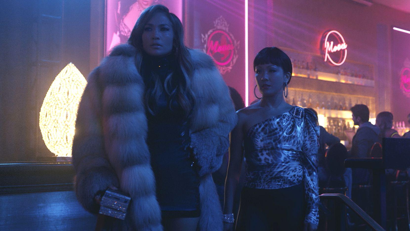 Jennifer López y Constance Wu en 'Hustlers'.