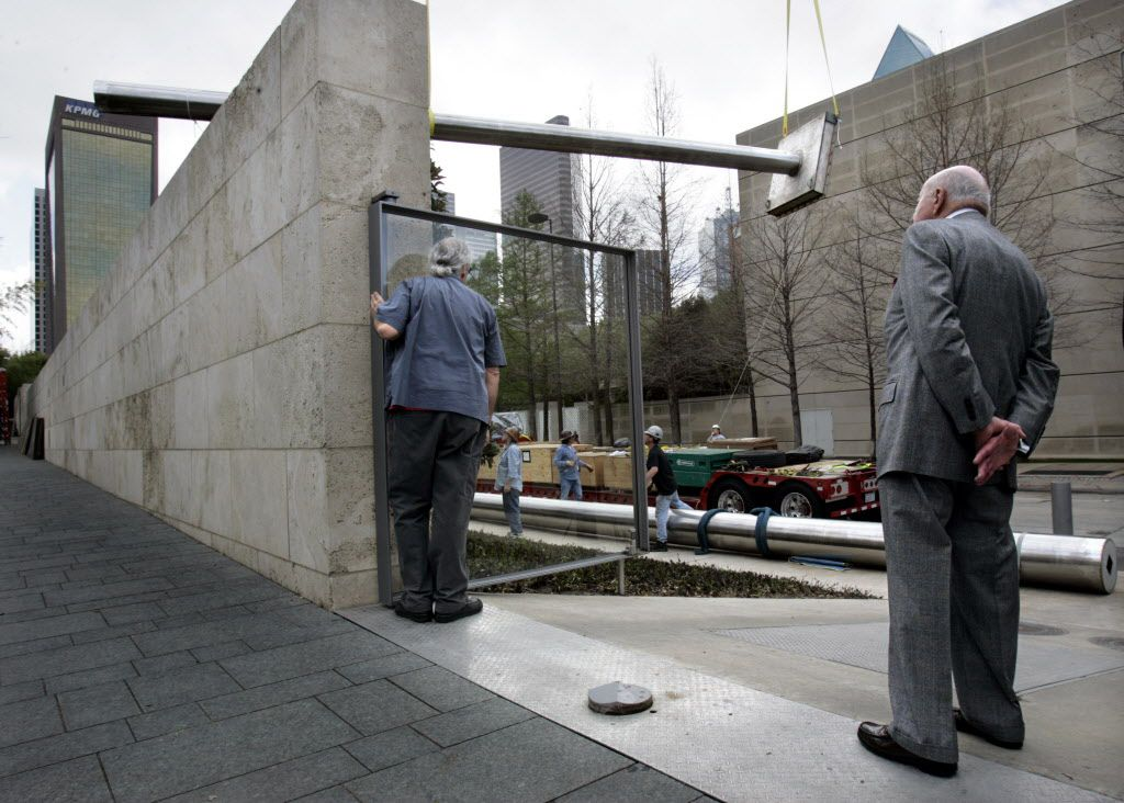 On March 21, 2005, Ray Nasher (right) and sculptor Jonathan Borofsky watched as the lower section of the 100-foot-tall Walking to the Sky was lifted over the wall at the Nasher Sculpture Center.