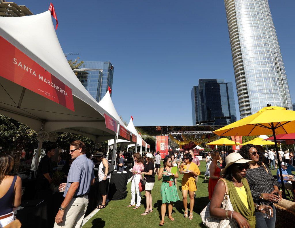 Guests enjoy food and drinks during the Park & Palate food festival at Klyde Warren Park in Dallas, TX, on Oct. 14, 2017. (Jason Janik/Special Contributor)