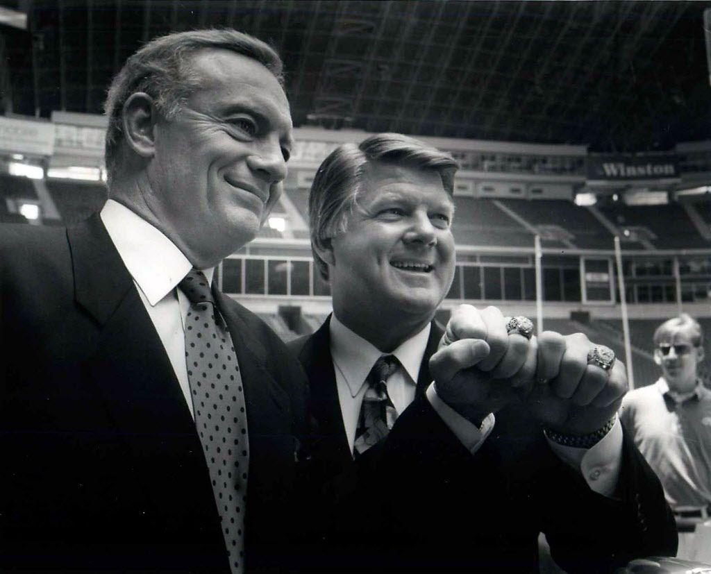 Foto de archivo de 1993 - Jerry Jones junto a Jimmy Johnson.