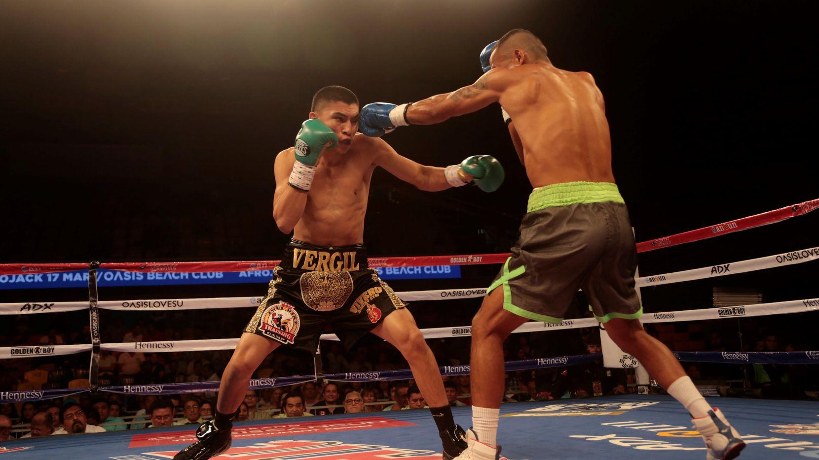(Izq.) Vergil Ortiz Jr. (8-0, 8KO) venció por nocáut técnico a Evandro Cavalheiro (9-4, 5 KO) el jueves en Cancún.(CORTESÍA GOLDEN BOY PROMOTIONS)