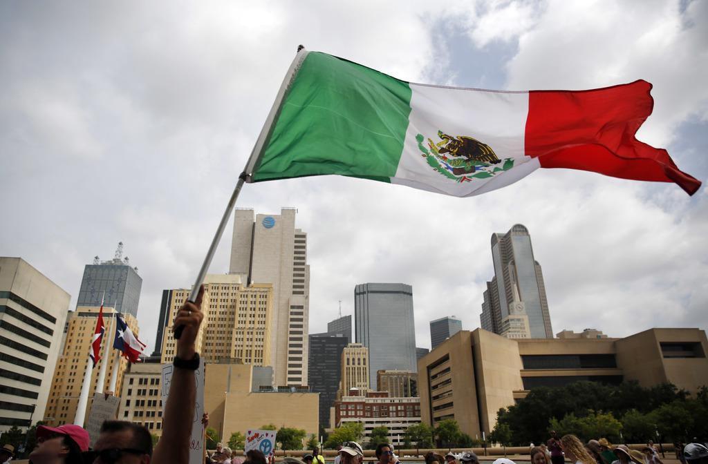 La población de mexicanos indocumentados ha descendido y por primera vez ya no es la mayoría, dice un estudio del Pew. DMN