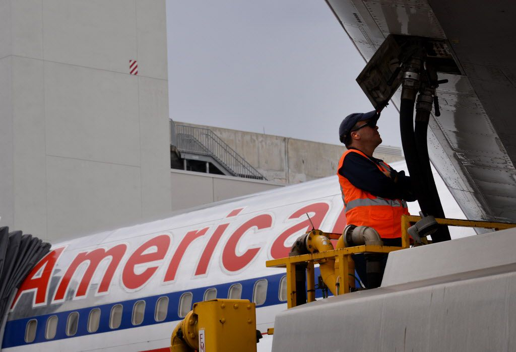 A ground crew worker fuels an American Airlines jet at Miami International Airport. in this September 2014 photo. (Bloomberg)