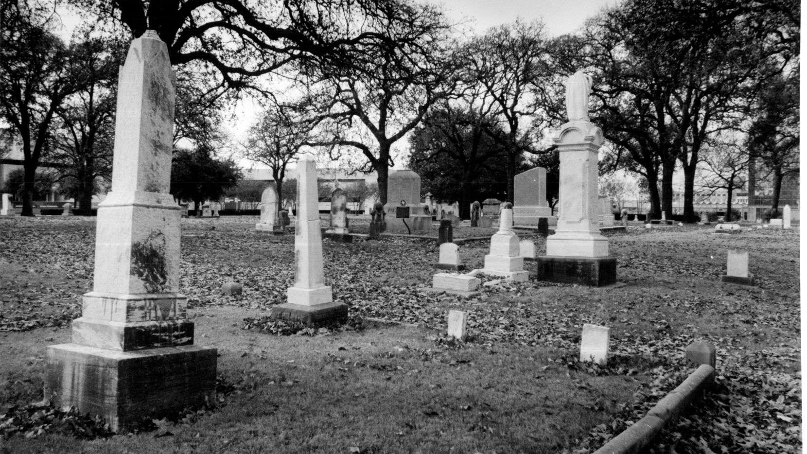 Dec. 29, 1989 -- Pioneer Park Cemetery, at Akard and Marilla streets, location of Eleanor Russell's grave