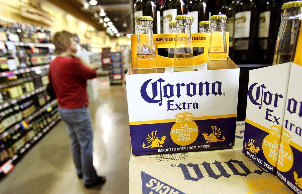 La cerveza Corona no tiene nada que ver con el coronavirus, pero un 38% de estadounidenses piensan lo contrario, según una encuesta reciente.
