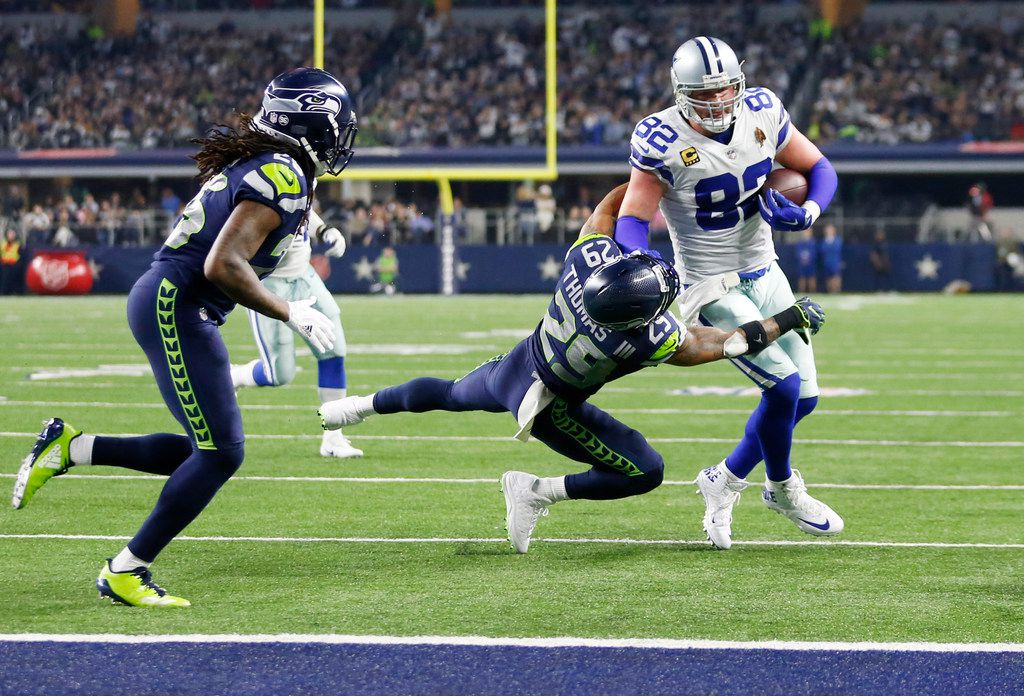 Dallas Cowboys tight end Jason Witten (82) attempts to break away from Seattle Seahawks free safety Earl Thomas (29) during the second half of play at AT&T Stadium in Arlington, Texas on Sunday, December 24, 2017. Dallas Cowboys lost to the Seattle Seahawks 21-12. (Vernon Bryant/The Dallas Morning News)