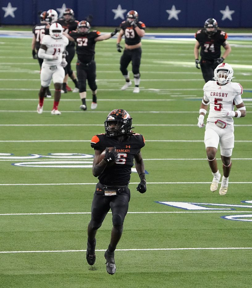 Aledo running back DeMarco Roberts (6) races through the defense on a 54-yard touchdown run during the second half of a 56-21 victory over Crosby to win the Class 5A Division II state football championship game at AT&T Stadium on Friday, Jan. 15, 2021, in Arlington. The victory gave the Bearcats the 10th state championship in school history. (Smiley N. Pool/The Dallas Morning News)