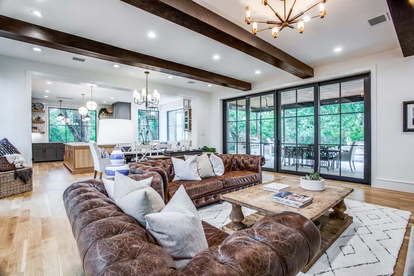 Interior of 6815 Carolyncrest Drive in Lakewood.