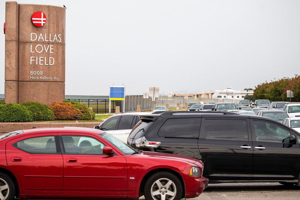 Traffic passes along Mockingbird at Cedar Springs at the entrance to Dallas Love Field airport on Monday, Aug. 13, 2018, in Dallas. Love Field officials are discussing a possible north entrance to the airport to help reduce congestion and improve accessibility at the airport in case of an emergency. It is still in the early stages of   planning. (Smiley N. Pool/The Dallas Morning News)