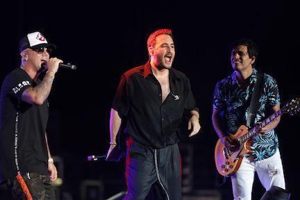 """Wisin y Reik cantaron el hit """"Me Niego"""" en el Latino Mix Live de Uforia Music en el Dos Equis Pavilion at Fair Park, el viernes por la noche.OMAR VEGA/ ESPECIAL PARA AL DIA"""