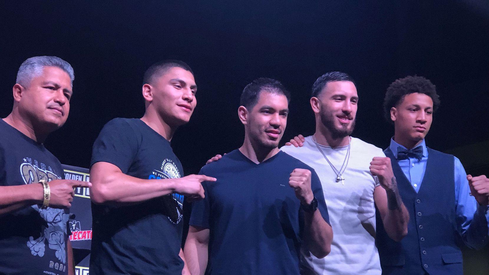 (De izq. a der.) El entrenador Roberto García junto a los púgiles Vergil Ortiz, George Rincón, Alex Rincón y Tristan Kalkreuth.