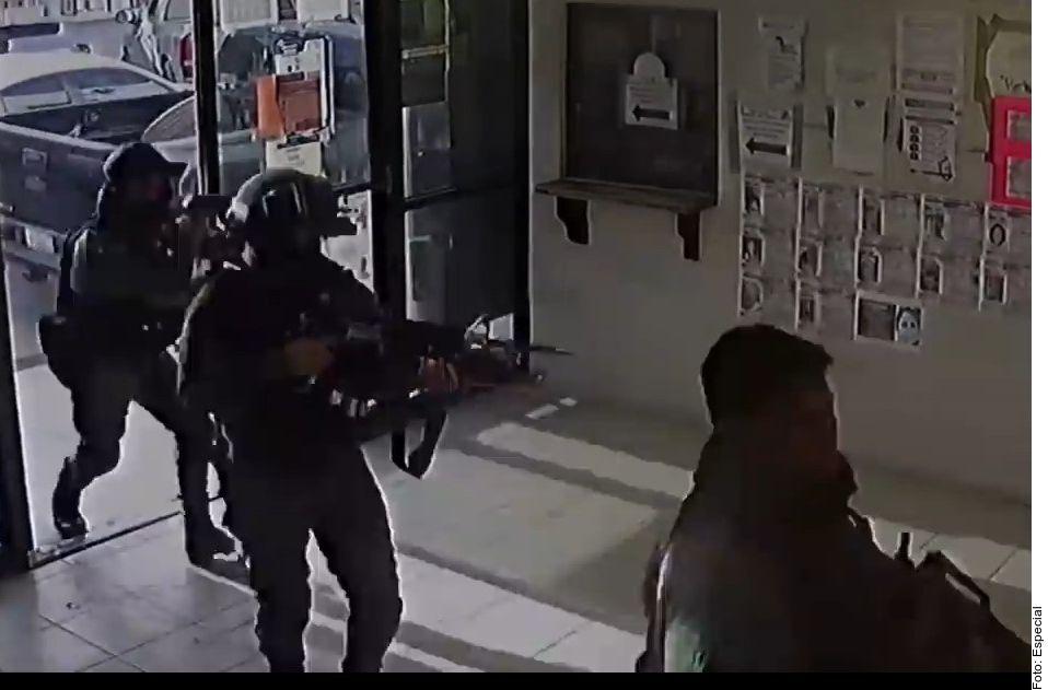 Revelan video de la liberación de un capo del narcotráfico del edificio de la Fiscalía en Reynosa, Tamaulipas. La imagen publicada es una captura de pantalla.