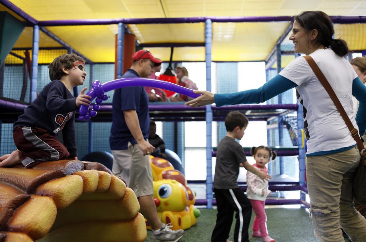 Varias vacantes están abiertas por la temporada de verano en algunos centros de recreación del Metroplex. Foto: BEN TORRES, ESPECIAL PARA AL DIA