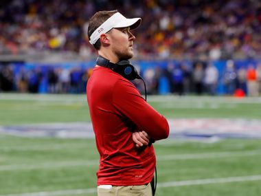 ATLANTA, GEORGIA - DECEMBER 28: Head coach Lincoln Riley of the Oklahoma Sooners looks on from the sidelines against the LSU Tigers during the Chick-fil-A Peach Bowl at Mercedes-Benz Stadium on December 28, 2019 in Atlanta, Georgia.