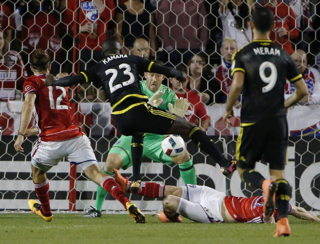 FC Dallas goalkeeper Chris Seitz (18) makes a save in the second half of a Major League Soccer match between Columbus Crew SC and FC Dallas at Toyota Stadium in Frisco, Texas Saturday April 2, 2016. The match ended in a 1-1 tie. (Andy Jacobsohn/The Dallas Morning News)