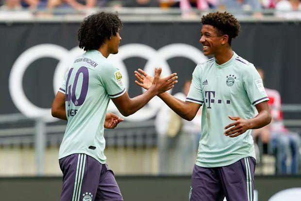 Chris Richards celebrates while playing for Bayern Munich U19 side.