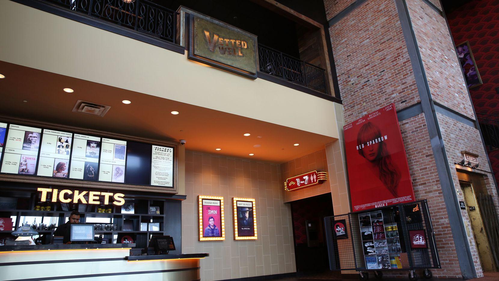 Alamo Drafthouse cerró cuatro de sus seis cines en la región.