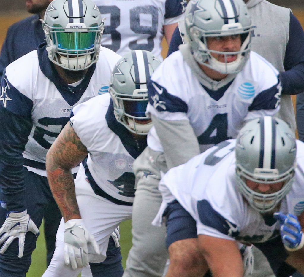 Dallas Cowboys running back Ezekiel Elliott (21), at left, lines up in hte backfield behind Dak Prescott (4) during practice at the Star in Frisco, Texas on Wednesday, December 20, 2017. (Louis DeLuca/The Dallas Morning News)