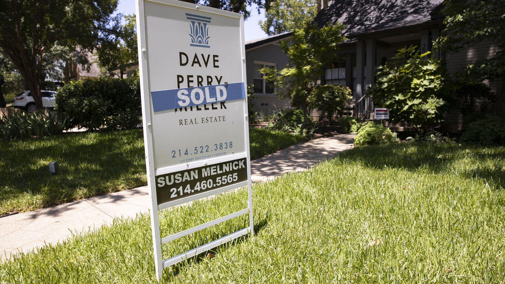 Las viviendas en venta escasean en Dallas. La oferta se ha reducido en casi un 40%.