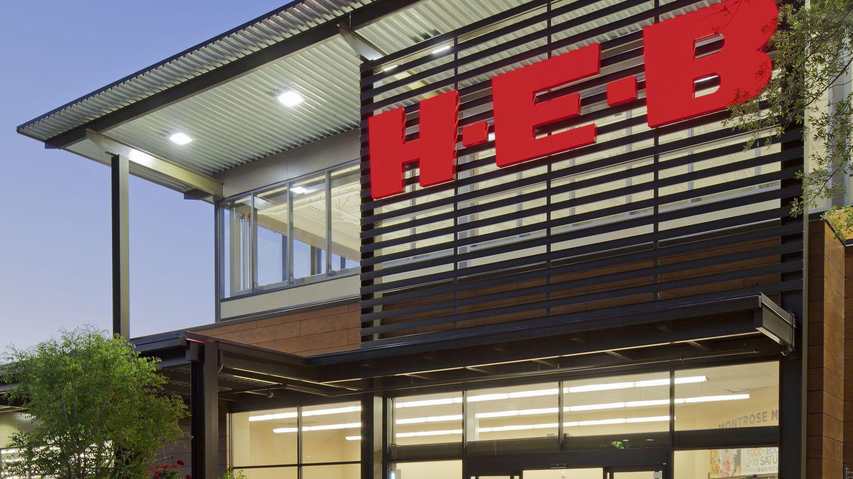 Una clásica fachada de un supermercado H-E-B. La popular cadena anunció que finalmente abrirá dos tiendas en el Norte de Texas.